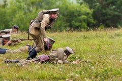 Russische Soldaten des ersten Weltkriegs während des Angriffs Lizenzfreie Stockbilder