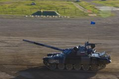 Russische tank bij de biathloncompetities, def. 2018, Moskou Stock Afbeelding