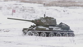 Russische Tank T34 in de winter stock footage