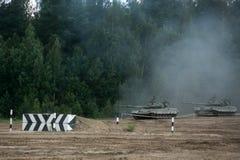 Russische tanks op het gebied Stock Foto