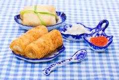 Russische tradicionalcursus - pannekoek en kaviaar Royalty-vrije Stock Foto's