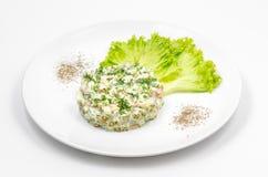 Russische traditionele meer olivier salade stock afbeeldingen