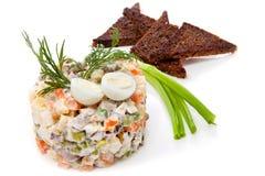 Russische traditionele meer olivier salade royalty-vrije stock afbeeldingen