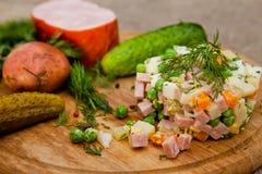 Russische traditionele salade Olivier Stock Fotografie