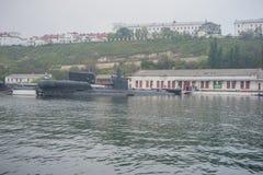 Russische Unterseeboote verankert in der Bucht von Sewastopol lizenzfreie stockfotografie