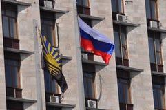 Russische vlag op regionale administratio van Donetsk Royalty-vrije Stock Foto's