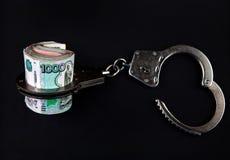Russische Währung und Handschellen stockbild