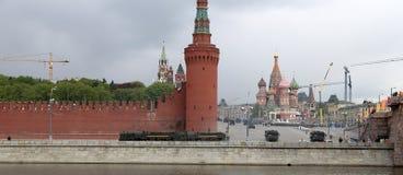 Russische Waffen Wiederholung der Militärparade stockfoto