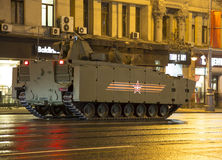 Russische Waffen Wiederholung der Militärparade (nachts) nahe dem Kreml, Moskau, Russland Lizenzfreie Stockbilder