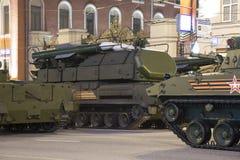 Russische Waffen Wiederholung der Militärparade (nachts) nahe dem Kreml, Moskau, Russland Lizenzfreies Stockbild