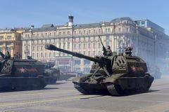 Russische zware gemotoriseerde 152 mm-houwitser 2S19 msta-S (M1990-Landbouwbedrijf) Stock Afbeelding