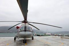 Russischer Hubschrauber Mi-8 AMT auf einer Ausstellungsfläche Stockfotos