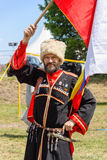 Russischer Kosake mit der russischen Flagge Lizenzfreie Stockfotos