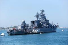 Russischer Kreuzer Moskva in der Bucht von Sewastopol Stockfotos