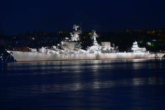 Russischer Kreuzer Moskva in der Bucht von Sewastopol Stockbild