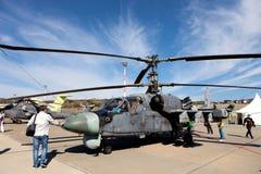 Russischer Militärhubschrauber Ka-52 auf einer Ausstellungsfläche Stockbilder