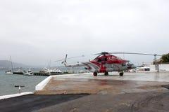 Russischer multi Zweckhubschrauber Mi-8 AMT auf einer Ausstellungsfläche Lizenzfreies Stockfoto