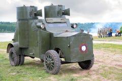 Russischer Panzerkampfwagen im Militärerscheinen lizenzfreie stockbilder