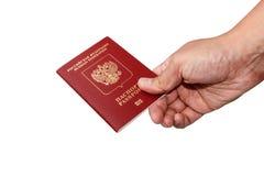 Russischer Pass Isoalted in der Hand mit Weg Stockbild