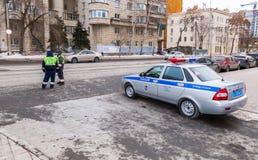 Russischer Polizeistreifenwagen des Zustands-Automobil-Inspektorats Lizenzfreie Stockbilder