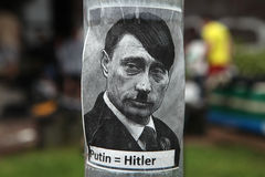 Russischer Präsident Vladimir Putin dargestellt als Adolf Hitler Lizenzfreie Stockfotografie