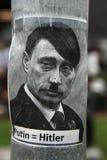 Russischer Präsident Vladimir Putin dargestellt als Adolf Hitler Lizenzfreie Stockbilder