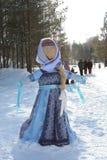 Russischer Puppen-Karneval Maslenitsa - ein Symbol des Winters stockbild