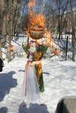 Russischer Puppen-Karneval Maslenitsa - ein Symbol des Winters stockfotos