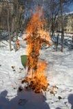 Russischer Puppen-Karneval Maslenitsa - ein Symbol des Winters stockbilder