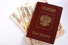Russischer reisender Paß und Geld. Lizenzfreies Stockfoto