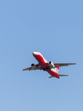 Russischer rot-weißer Superjet 100-95B Stockfoto