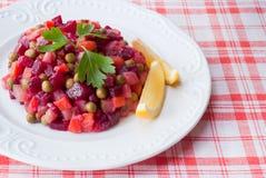 Russischer Salat der Rote-Bete-Wurzeln. stockfoto