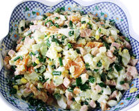 Russischer Salat mit Majonäse Lizenzfreies Stockbild