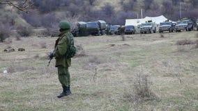 Russischer Soldat in Perevalne, Krim stock footage