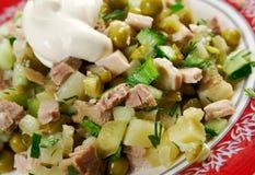 Russischer traditioneller Salat olivier Lizenzfreies Stockfoto