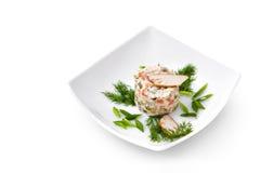 Russischer traditioneller Salat Olivier mit Grüns Lizenzfreie Stockfotos