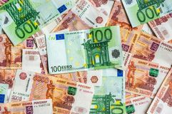 Russischer und Eurobanknotenhintergrund Stockfoto