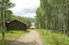 Russisches Dorf nahe Angara Fluss Stockbild