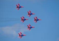 Russisches Flugschauteam Swifts in der Rautenformation Lizenzfreie Stockfotos