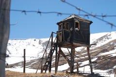 Russisches Gefängnis, Gefängnis, altai, Stacheldraht stockfotos