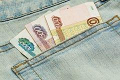 Russisches Geld in der Jeanstasche Lizenzfreie Stockfotografie
