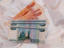 Russisches Geld von 5000 und 1000 Rubeln Stockfotos