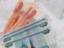 Russisches Geld von 5000 und 1000 Rubeln Stockfoto