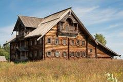 Russisches Holzhaus Stockfoto