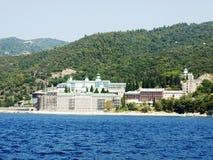 Russisches Kloster an der Küste Stockbild
