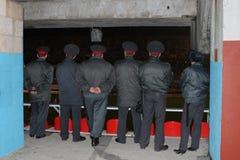 Russisches milicia an der Fußbalabgleichung Lizenzfreies Stockfoto
