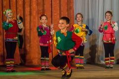 Russisches Volkstanz-Wettbewerb Leben im Tanz in der Stadt von Kondrovo, Kaluga-Region in Russland im Jahre 2016 Lizenzfreie Stockfotografie