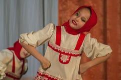 Russisches Volkstanz-Wettbewerb Leben im Tanz in der Stadt von Kondrovo, Kaluga-Region in Russland im Jahre 2016 Stockbild