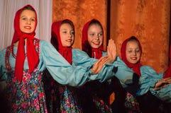 Russisches Volkstanz-Wettbewerb Leben im Tanz in der Stadt von Kondrovo, Kaluga-Region in Russland im Jahre 2016 Stockfotografie