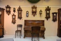 Russland, Angarsk 02/01/2018 Museum der alten Uhr Lizenzfreie Stockbilder